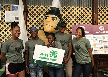 A group of students from the wayne county 4-h