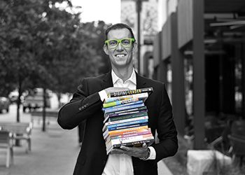 Best-selling author Erik Qualman, '94 (Eli Broad College of Business) poses with his published books.