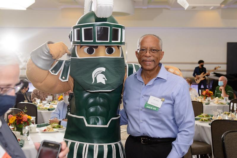 Sparty posing with an MSU alumnus